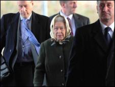 英国女王伊丽莎白二世搭乘普通列车出行