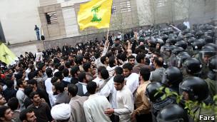 """تظاهرات """"دانشجویان"""" در برابر سفارت بحرین در تهران"""