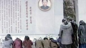 Người dân Bắc Hàn khóc thương lãnh tụ Kim Jong-il