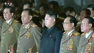 Kim Jong-un và Jang Song-thaek viếng Kim Jong-il