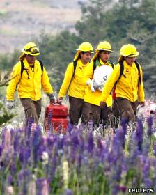 Efectivos combatiendo el incendio el parque nacional Torres del Paine