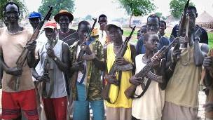 مسلحون قبليون في جنوب السودان