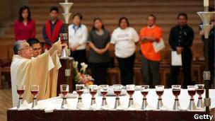 O bispo Gabino Zavala. | Foto: Getty