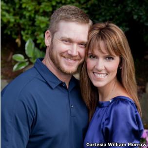 O atirador de elite Chris Kyle com a esposa (Cortesia: William Morrow/ HarperCollins)
