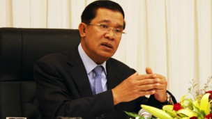 Thủ tướng Hun Sen trả lời phỏng vấn báo chí Việt Nam