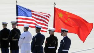 马里兰州空军基地的美军士兵等待迎接胡锦涛到访(2010年4月)