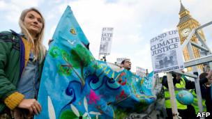 """تظاهرات در لندن برای """"عدالت اقلیمی"""""""