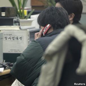 刘强2012年1月被捕后在韩国警察局内