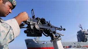 Irán hace prácticas en el estrecho de Ormuz