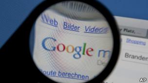 Lupa sobre sitio de Google