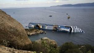 کشتی واژگون شده در آب های ایتالیا