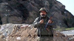 گشتی های ارتش سوریه بشدت در استان نا آرام حمص فعال هستند