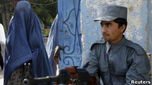 حملات انتحاری در افغانستان 'پانزده کشته' برجا گذاشت!