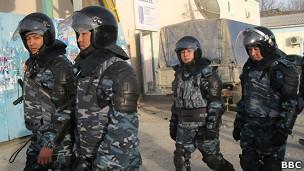 Полицейский спецназ в Жанаозене