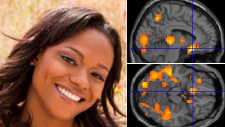 Joven sonriente y actividad cerebral