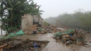 Căn nhà của gia đình ông Vươn bị phá tan tành