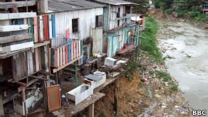 Foto de arquivo de favela brasileira (BBC)
