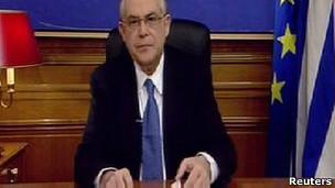 Premiê grego em discurso na TV (Reuters)