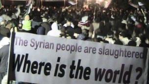 霍姆斯的抗议人群