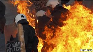 Policiais em Atenas, em 12 de fevereiro. | Foto: Reuters