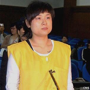 吴英于金华市法院出庭受审(中新社资料图片)