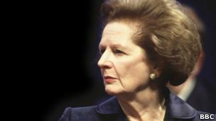 Thatcher saluda