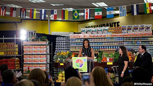 michelle obama lanzando la versión hispana del programa MyPlate