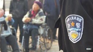 中国警察和北京的抗议者