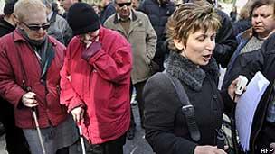 Cegos protestam contra cortes de salários e aposentadorias em Atenas (AFP/Getty)