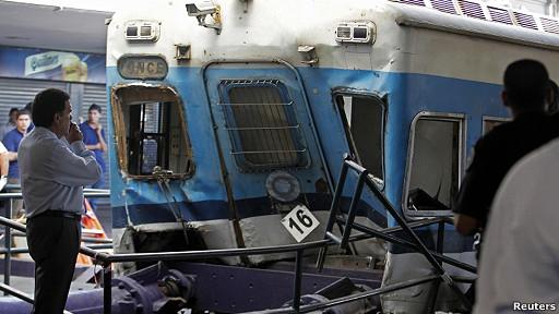 tren accidentando en estación Once, Buenos Aires
