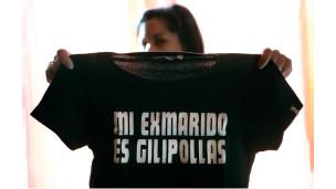 Esperanza com a camiseta polêmica (Foto: Graciela del Río para www.publico.es)