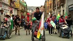 Grupo viajou mais de 1.500 quilômetros para manifestação (BBC)