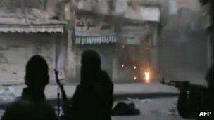 网上流传的录像片段显示,霍姆斯城仍有激烈战斗