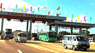 Trạm thu phí trên đường cao tốc Trung Lương