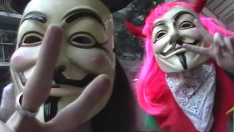 Petete y Eevey, activistas de Anonymous Argentina