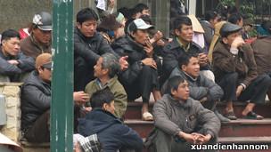 Người dân về Hà Nội khiếu kiện trong tháng Hai năm 2012