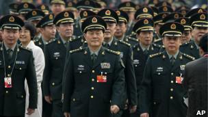 Các sỹ quan quân đội Trung Quốc tới dự họp ở Đại lễ đường Nhân dân hồi tháng Ba, 2012