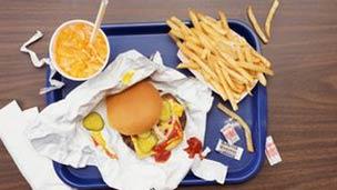 میان غذاها و غذاهای پرچرب و شور که مورد علاقه اکثر افراد چاق است