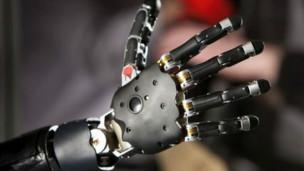 يد اصطناعية