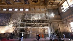 """Vista de los trabajos de investigación del fresco """"La batalla de Anghiari"""". Foto AP/David Yoder/National Geographic"""