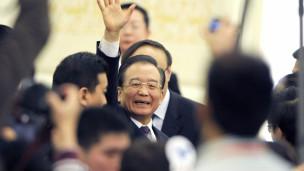 Thủ tướng Ôn Gia Bảo chào từ biệt báo chí sau phiên bế mạc kỳ họp Quốc hội