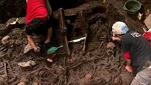 Local onde restos foram encontrados atualmente é campo de treinamento militar (BBC)