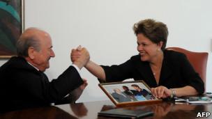 Joseph Blatter e Dilma Rousseff em Brasília. AFP