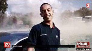 Suposta imagem de Mohammed Merah em vídeo divulgado pela TV francesa