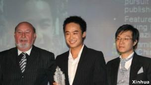 薄瓜瓜在英期間獲得十大傑出華人青年獎