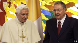 O papa Bento 16 e o presidente de Cuba, Raúl Castro, em encontro em Havana