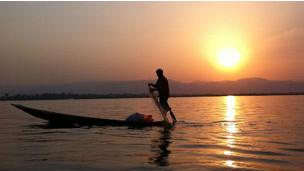 茵萊湖畔的日落景觀