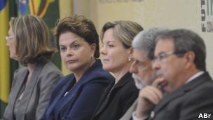 Solenidade na qual a presidente Dilma Rousseff sancionou a lei que cria a Comissão Nacional da Verdade e a Lei de Acesso a Informações Públicas (Foto: Wilson Dias/ABr)