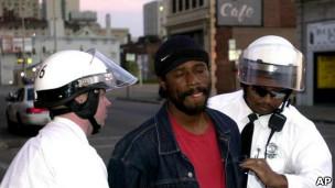 Arresto de hombre negro en EE.UU.