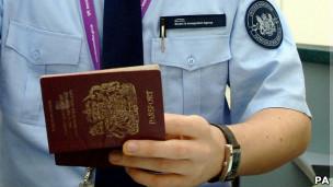 Agente de imigração (foto AP)